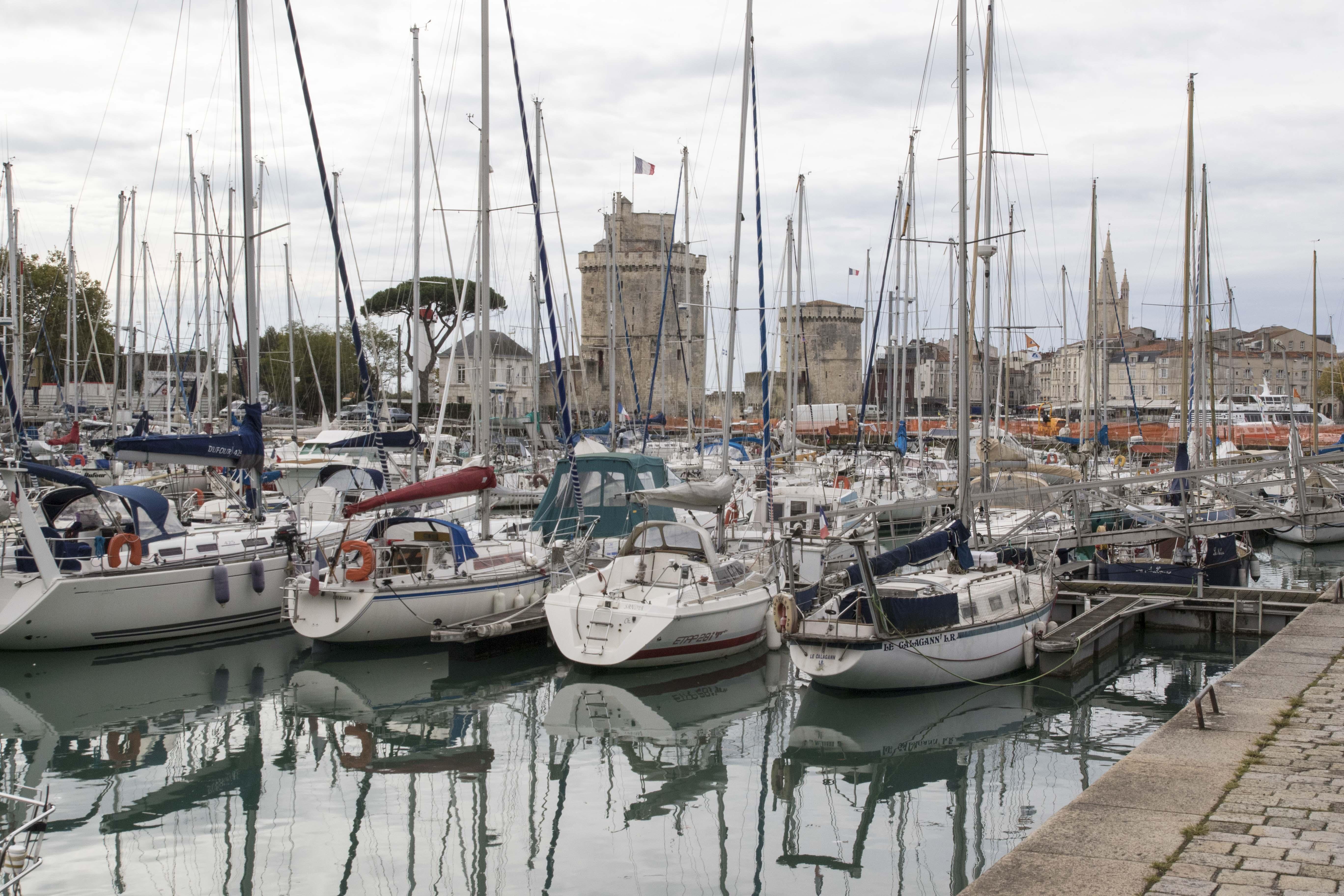 La Rochelle harbour/Port de la Rochelle