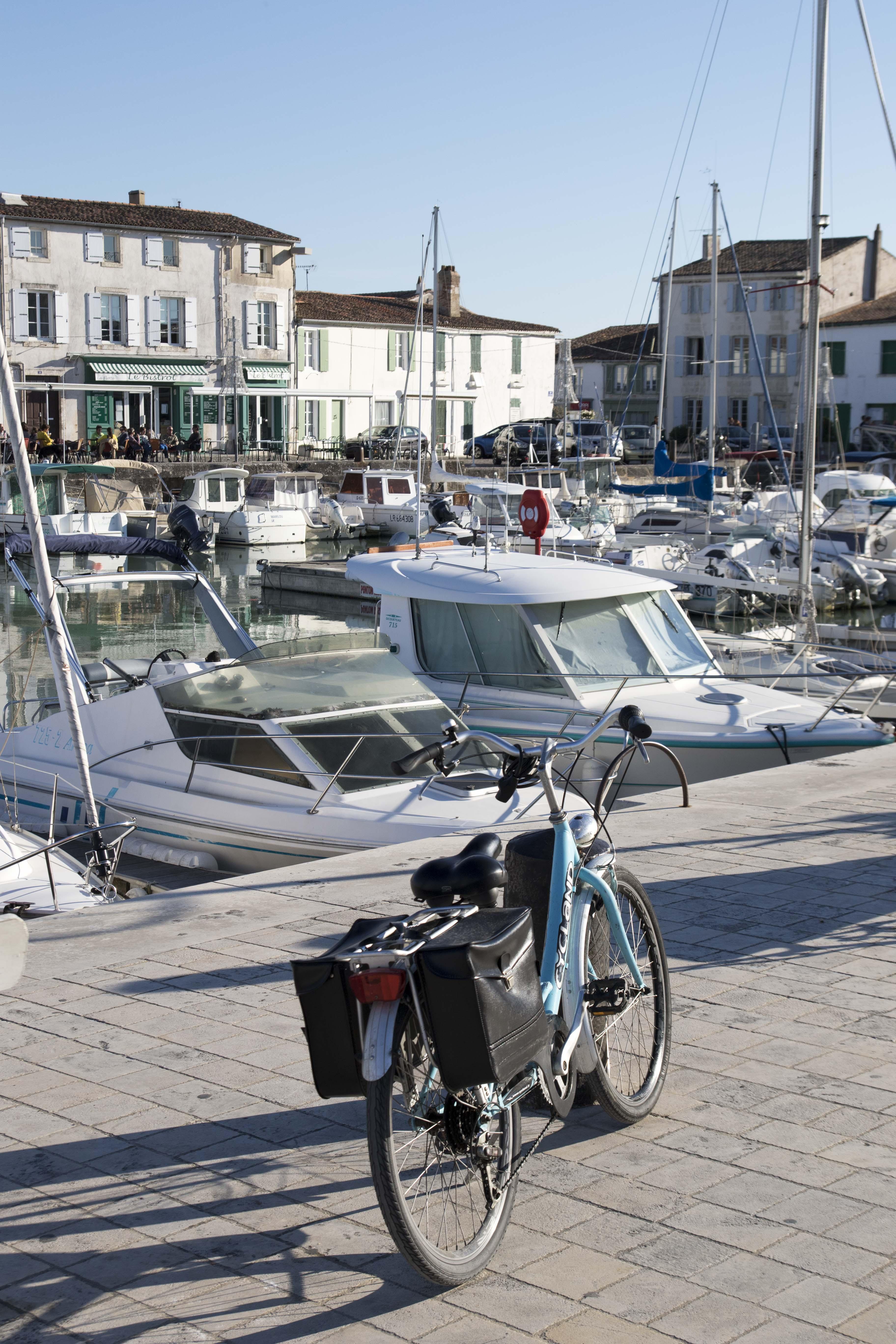 Bike on La Flotte Harbour/Velo sur le port de La Flotte